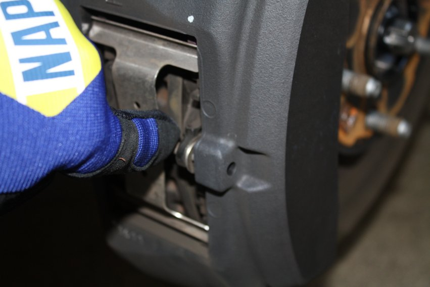 NAPA KNOW HOW road trip tips - inspect brake pads