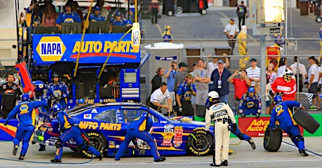 Chase Elliott makes a pit stop during the HERO Campaign 300 at Kentucky Speedway in Sparta, KY.