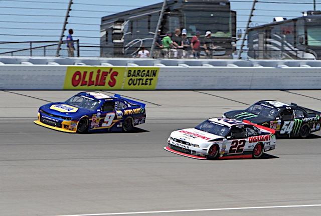 Chase Elliott NAPA AUTO PARTS NASCAR NNS Michigan 2014 leading 22