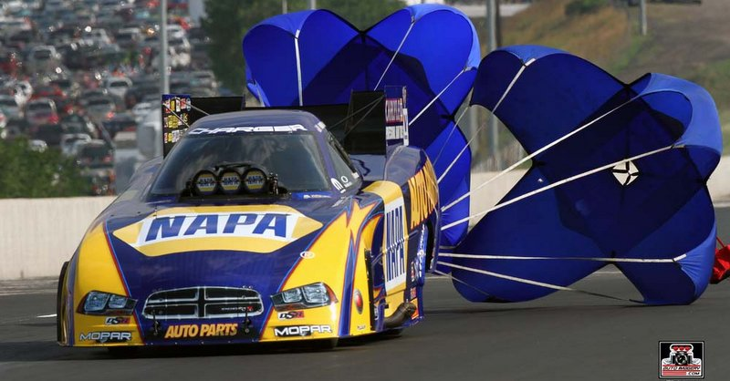 Ron Capps Denver 2014 NAPA AUTO PARTS Funny Car NHRA Mile-High Nationals chutes