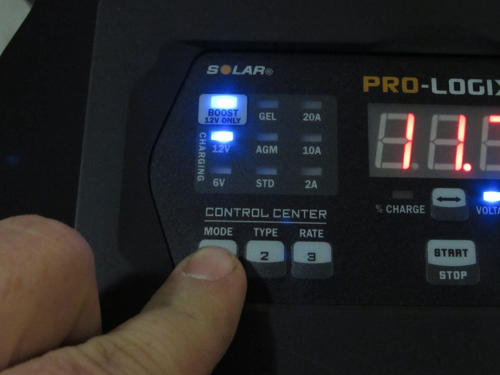 The PL2520 has multiple settings for boost mode, voltage and amperage, as well as battery type.