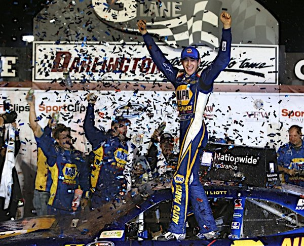 Darlington 2014 winner Chase Elliott NAPA AUTO PARTS NASCAR NNS vl confetti