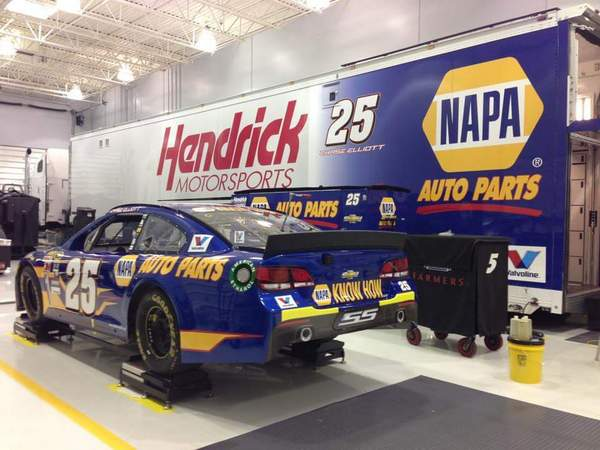Chase Elliott No 25 Sprint Cup NAPA AUTO PARTS Hendrick garage-001