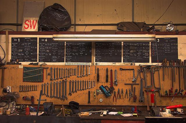 Five pro tips for setting up a garage workbench for diy car repair here are five professional tips to help you set up your garage workbench and your toolbox for diy car repairs solutioingenieria Gallery