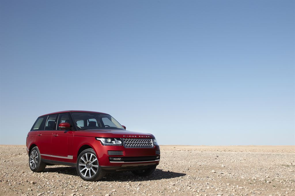 Range Rover in the desert