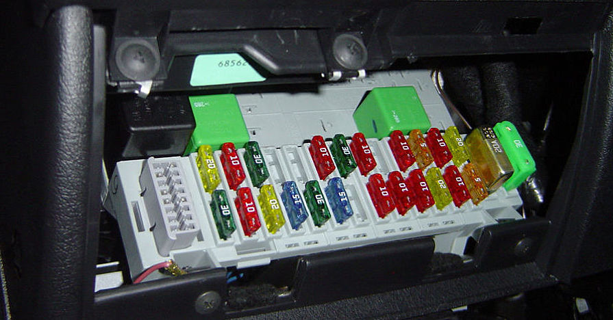 CarFuseBox to replace a car fuse on automotive fuse box replacement