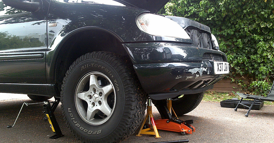 Changing a car's shocks