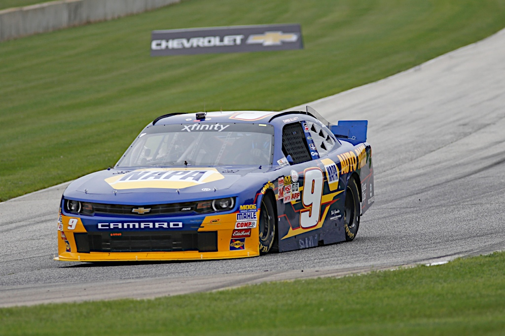 Chase Elliott NAPA AUTO PARTS JR Motorsports NASCAR Xfinity Road America 2015 right hander