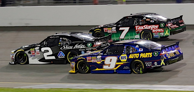 11 September 2015 - Chase Elliott dives three wide after a late restart on his way to winning the Virginia529 College Savings 250 at the Richmond International Raceway. (HHP/Tom Copeland)