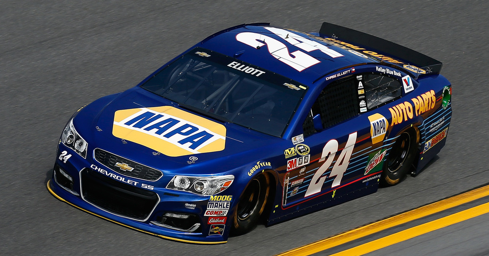 Chase-Elliott-NAPA-AUTO-PARTS-2016-Daytona-500-Pole-Winner-on-track