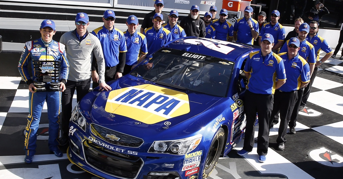 Chase-Elliott-NAPA-AUTO-PARTS-2016-Daytona-500-Pole-Winner-team