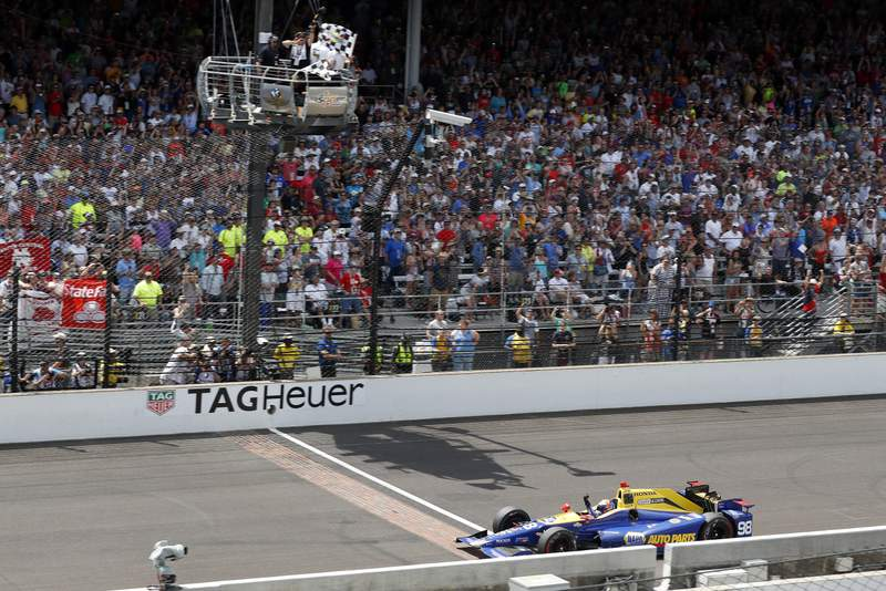 29 May, 2016, Indianapolis, Indiana, USA Alexander Rossi takes the checkered flag ©2016, Phillip Abbott LAT Photo USA