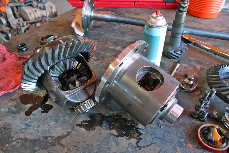 On the right is an Eaton Detroit TrueTrac LSD-type differential. This one spins both wheels under power, unlike the open-style off on the right.