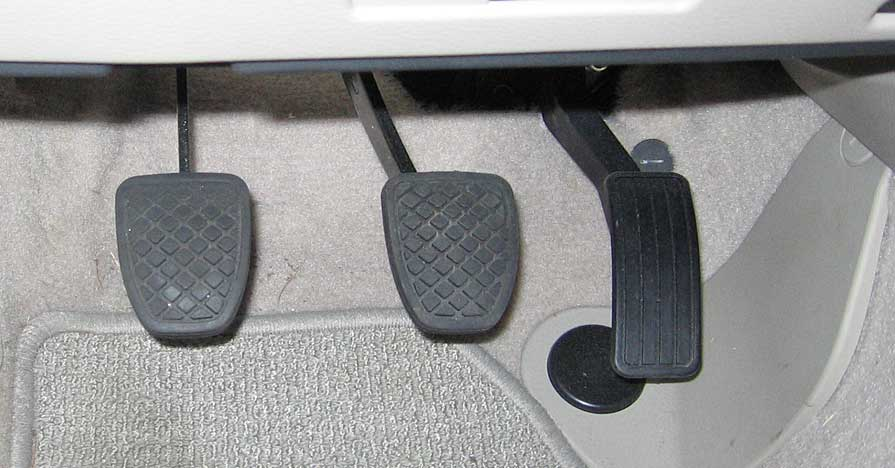 https://en.wikipedia.org/wiki/Car_controls#/media/File:Pedal_Locations_in_2007_Subaru_Legacy.jpg