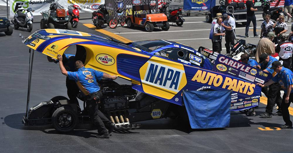 Ron-Capps-NAPA-AUTO-PARTS-NHRA-Funny-Car-Points-leader-Bristol-2016-staging