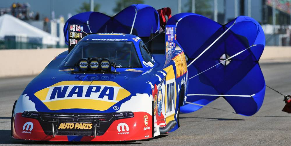 Ron-Capps-NHRA-NAPA-AUTO-PARTS-Intrepid-Fallen-Heroes-Fund-Norwalk-2016-chutes
