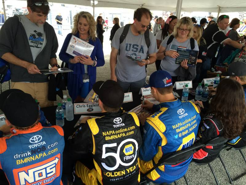 NASCAR K&N Pro Series East-West Combo Race Iowa Speedway 2016 Todd Gilliland NAPA AUTO PARTS Team autograph session