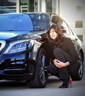 https://pixabay.com/en/businesswoman-mercedes-black-shiny-1063396/