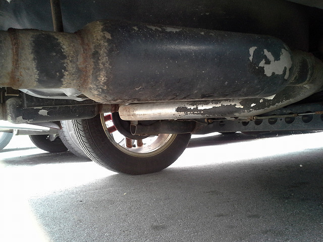 what does an exhaust resonator do