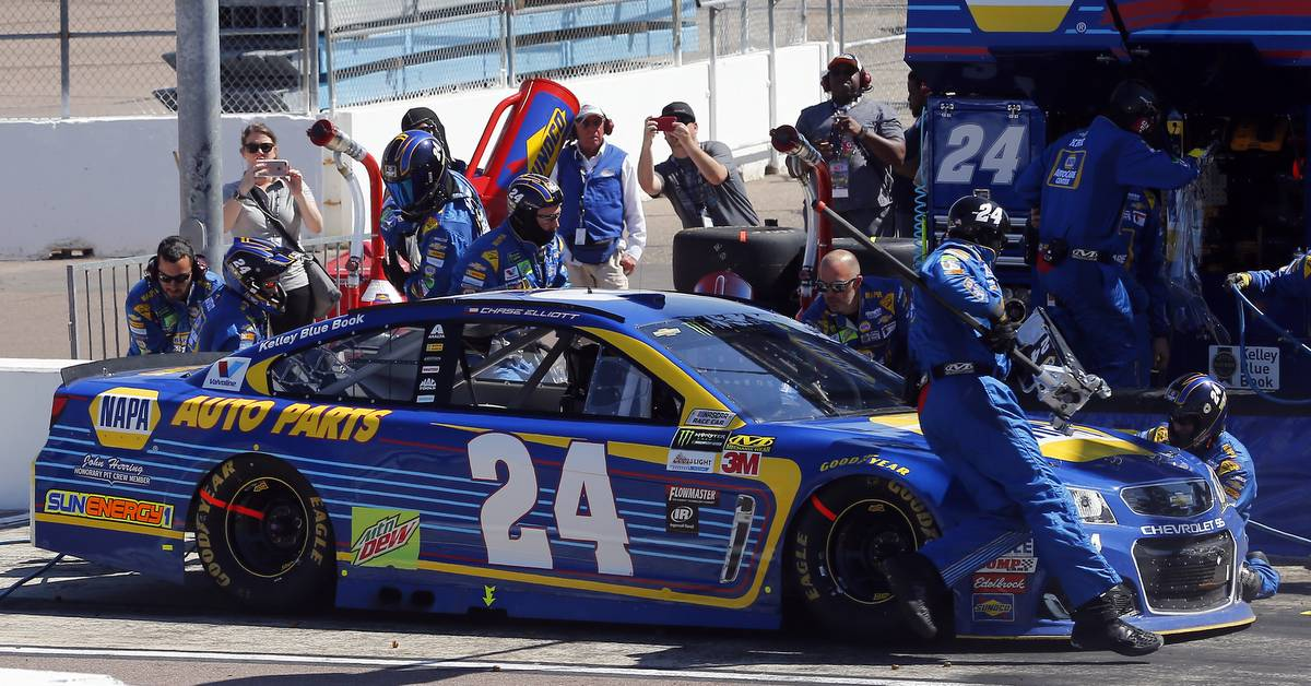 2017 Monster Energy NASCAR Cup Series Camping World 500 Phoenix International Raceway, Avondale, AZ USA Sunday 19 March 2017 Chase Elliott pit stop World Copyright: Russell LaBounty/NKP