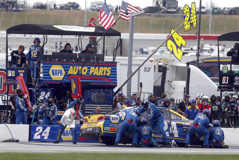 2017 Monster Energy NASCAR Cup Series - Fold of Honor QuikTrip 500 Atlanta Motor Speedway, Hampton, GA USA Sunday 5 March 2017 Chase Elliott pit stop World Copyright: Lesley Ann Miller/NKP ref: Dig