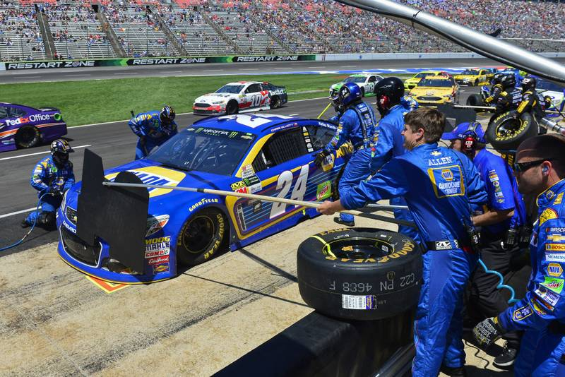2017 Monster Energy NASCAR Cup Series O'Reilly Auto Parts 500 Texas Motor Speedway, Fort Worth, TX USA Sunday 9 April 2017 Chase Elliott makes a pit stop World Copyright: Logan Whitton/NKP