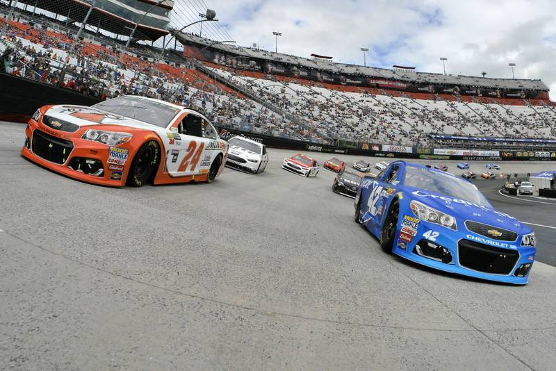 Monster Energy NASCAR Cup Series Food City 500 Bristol Motor Speedway, Bristol, TN USA Monday 24 April 2017 Kyle Larson and Chase Elliott on the pace laps World Copyright: Lesley Ann Miller NKP