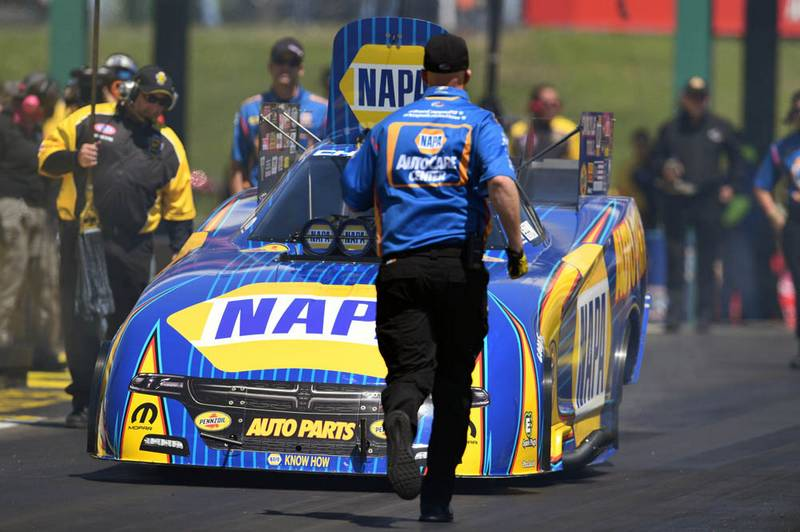 Capps-fourth-straight-NHRA-title-Topeka-2017-NAPA-AUTO-PARTS-Funny-Car-staging