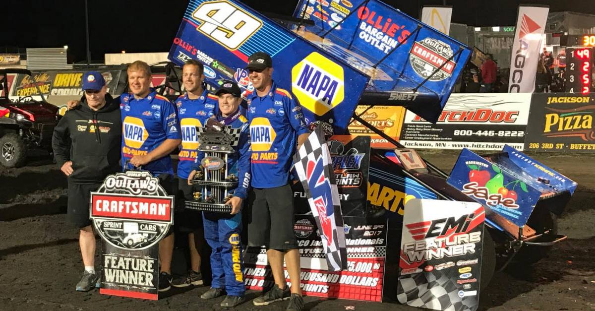Brad-Sweet-wins-Jackson-Nationals-2017-NAPA-AUTO-PARTS-49-sprint-car-team-trophy.