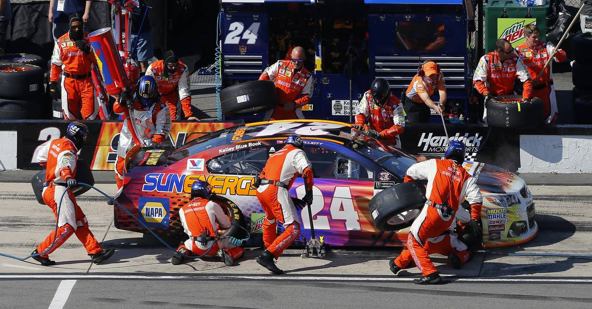 Monster Energy NASCAR Cup Series AXALTA presents the Pocono 400 Pocono Raceway, Long Pond, PA USA Sunday 11 June 2017 Chase Elliott, Hendrick Motorsports, SunEnergy1 Chevrolet SS pit stop World Copyright: Russell LaBounty NKP