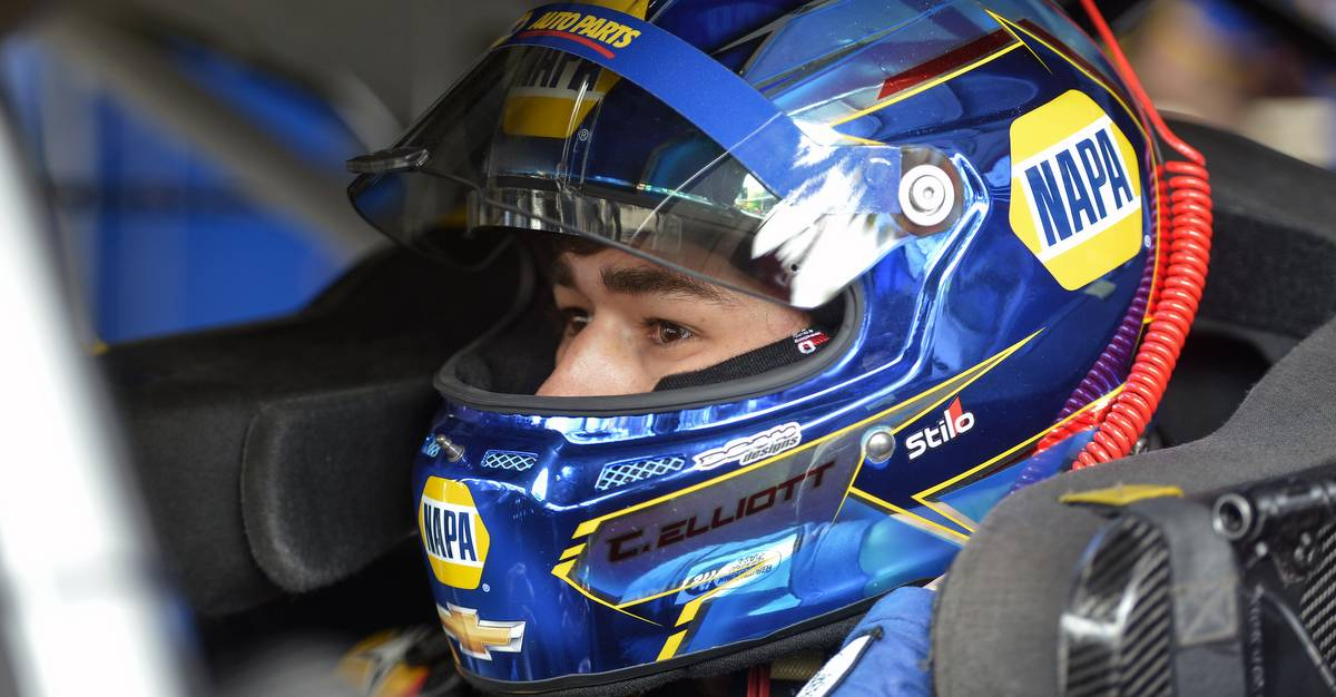 Chase-Elliott-top-five-finish-Dover-2017-NAPA-AUTO-PARTS-24-helmet