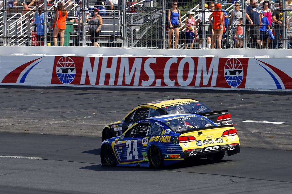 Monster Energy NASCAR Cup Series OvertonÕs 301 New Hampshire Motor Speedway, Loudon, NH USA Sunday 16 July 2017 Chase Elliott, Hendrick Motorsports, NAPA Chevrolet SS and Jamie McMurray, Chip Ganassi Racing, GearWrench Chevrolet SS World Copyright: Russell LaBounty NKP