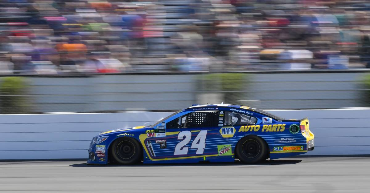 Chase-Elliott-Top-Ten-Finish-Pocono-2017-NAPA-AUTO-PARTS-24-Chevrolet-crowd.