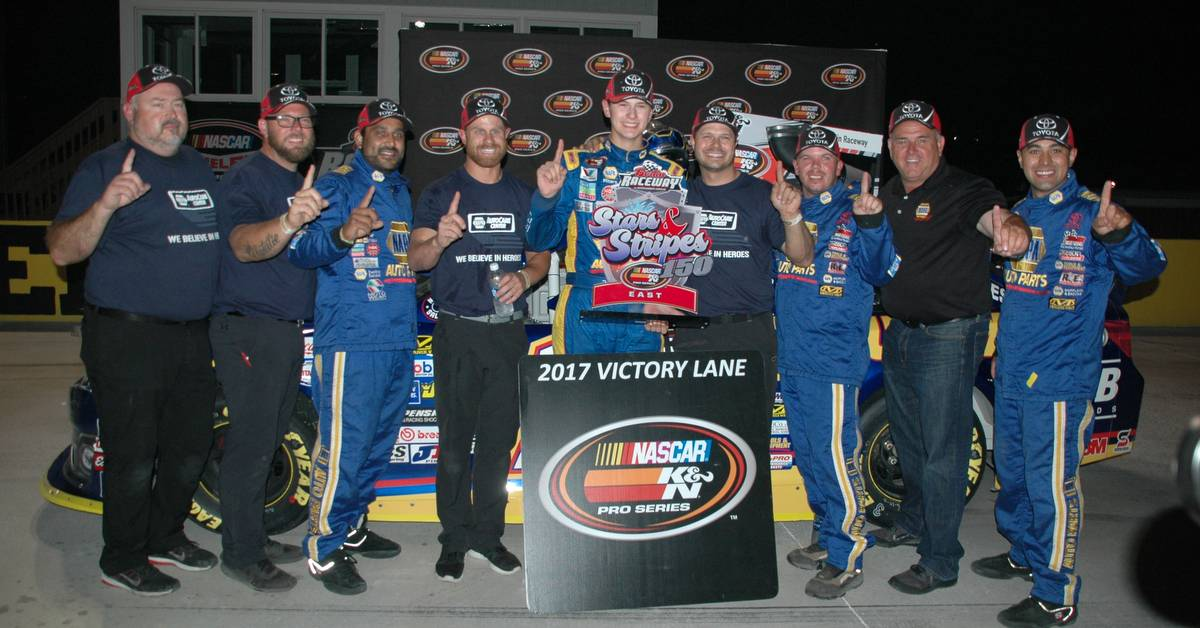 Todd-Gilliland-win-Berlin-Raceway-2017-NAPA-AUTO-PARTS-16-team-Victory-Lane