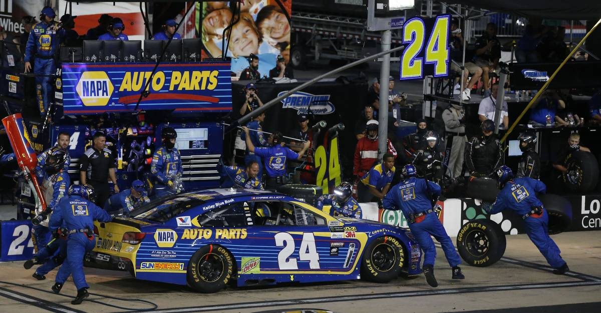 Monster Energy NASCAR Cup SeriesBass Pro Shops NRA Night RaceBristol Motor Speedway, Bristol, TN USASaturday 19 August 2017Chase Elliott, Hendrick Motorsports, NAPA Chevrolet SS pit stopWorld Copyright: Matthew T. ThackerNKP