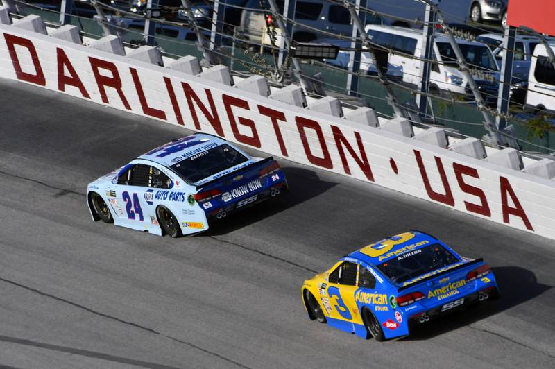 Monster Energy NASCAR Cup Series Bojangles' Southern 500 Darlington Raceway, Darlington, SC USA Sunday 3 September 2017 Chase Elliott, Hendrick Motorsports, NAPA Auto Parts Throwback Chevrolet SS and Austin Dillon, Richard Childress Racing, American Ethanol Chevrolet SS World Copyright: Nigel Kinrade NKP