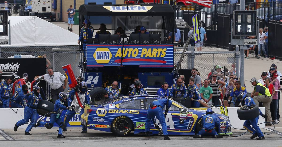 Monster Energy NASCAR Cup Series Tales of the Turtles 400 Chicagoland Speedway, Joliet, IL USA Sunday 17 September 2017 Chase Elliott, Hendrick Motorsports, NAPA Brakes Chevrolet SS pit stop World Copyright: Russell LaBounty NKP