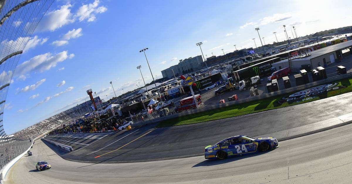 Elliott Advances to Round of 12 after Runner-Up Finish at Dover