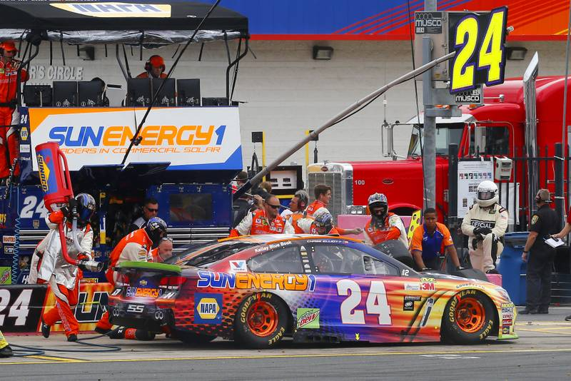 Monster Energy NASCAR Cup Series Bank of America 500 Charlotte Motor Speedway, Concord, NC Sunday 8 October 2017 Chase Elliott, Hendrick Motorsports, SunEnergy1 Chevrolet SS pit stop World Copyright: Russell LaBounty NKP