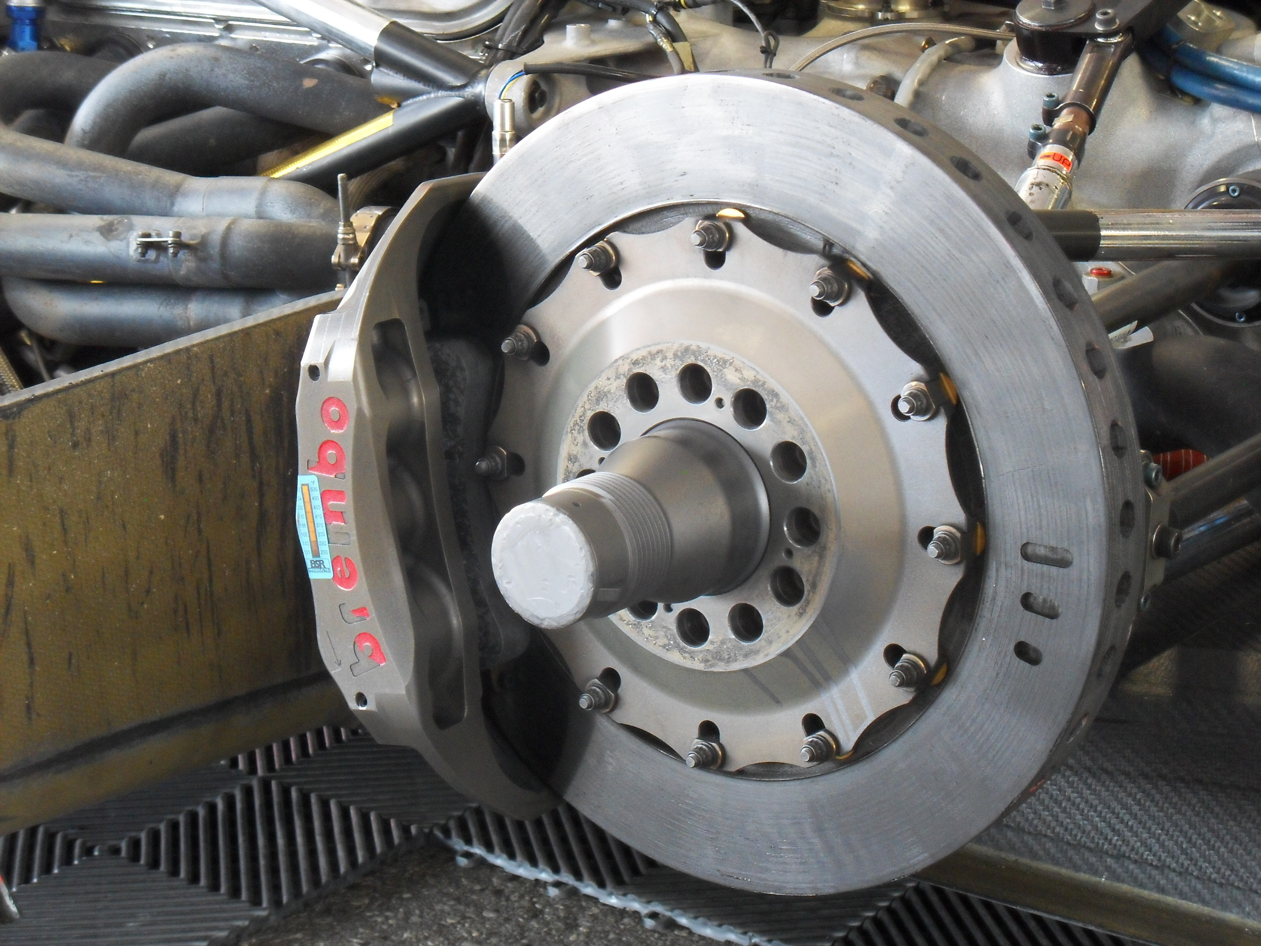 Images Of Bad Calipers : Bad brake pads signs and symptoms