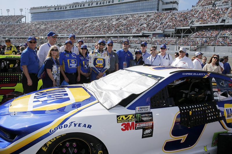 Monster Energy NASCAR Cup Series Daytona 500 Daytona International Speedway, Daytona Beach, FL USA Sunday 18 February 2018 Chase Elliott, Hendrick Motorsports, NAPA Auto Parts Chevrolet Camaro, With Guest on the grid. World Copyright: Susan DeVault NKP