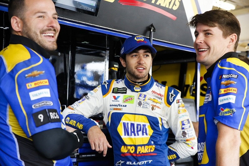 Monster Energy NASCAR Cup Series TicketGuardian 500 ISM Raceway, Phoenix, AZ USA Saturday 10 March 2018 Chase Elliott, Hendrick Motorsports, Chevrolet Camaro NAPA Auto Parts with crew men World Copyright: Barry Cantrell NKP