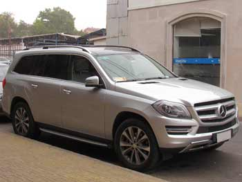 Mercedes SUV with air supsension