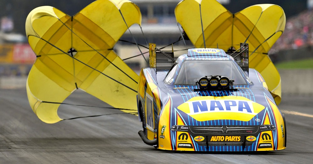 Ron-Capps-Reading-2018-Dodge-NHRA-Nationals-chutes