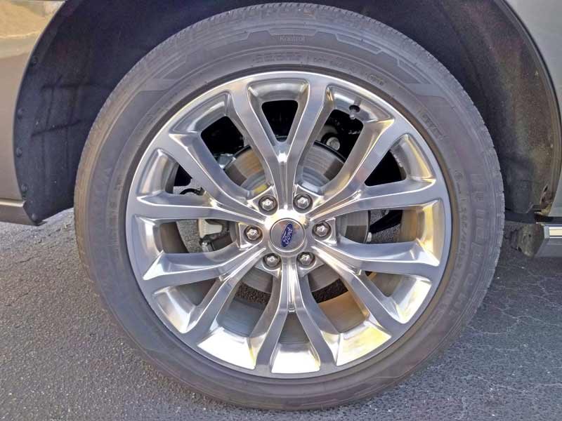"The optional 22"" polished aluminum wheels."