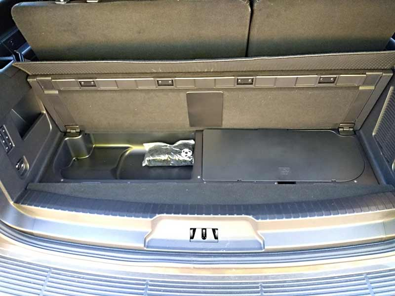 The emergency jack is located underneath a lid behind the third row seats (right side).