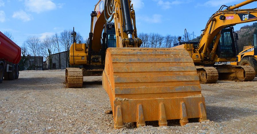 Choosing Hydraulic Oil for Durability and Performance