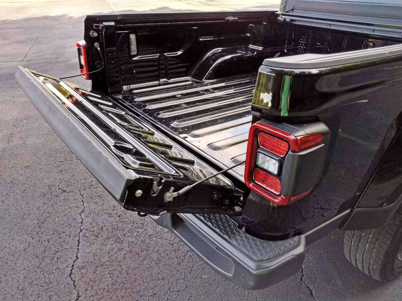 2020 Jeep Gladiator tailgate partially open