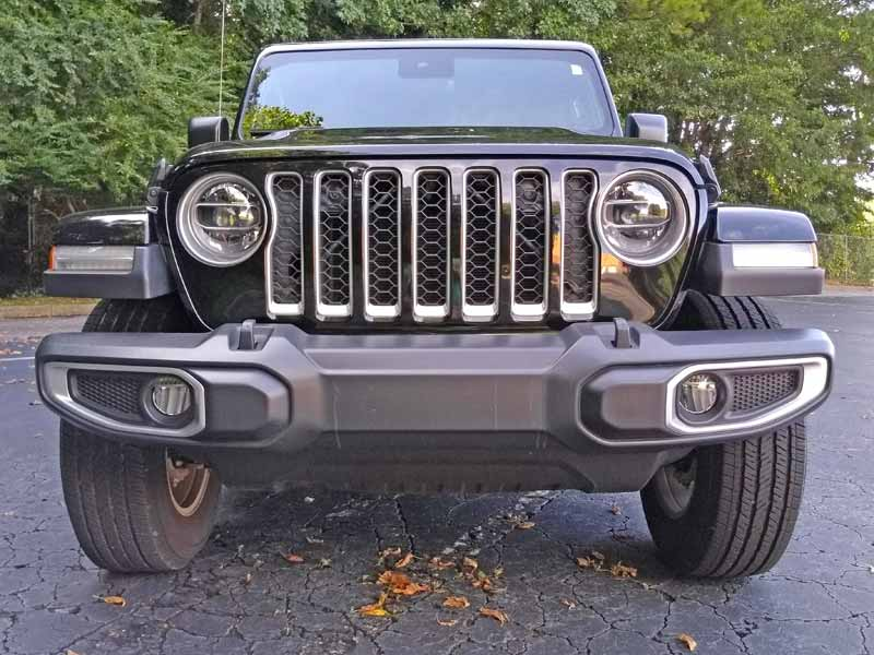 2020 Jeep Gladiator front view straight low