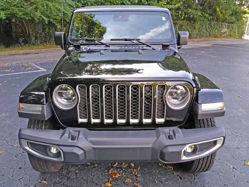 2020 Jeep Gladiator front view straight